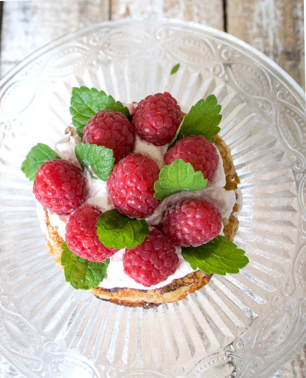 lagkage med hindbær og chokolade