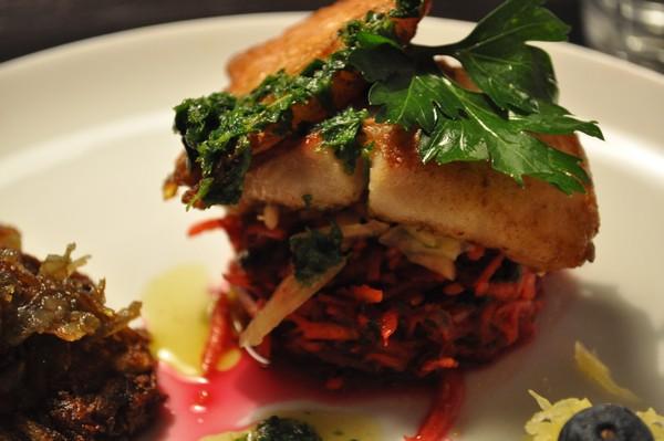 Fisk med revne rodfrugter og persillesmørsauce