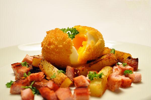 Friteret æg på biksemad
