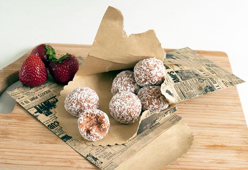 Jordbær-Romkugler med Kokos