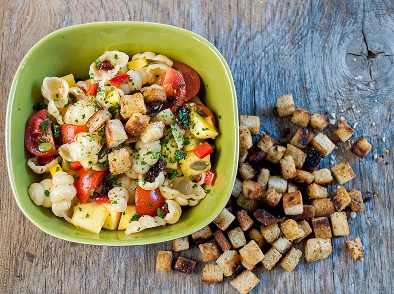 pasta-salat-croutoner-02