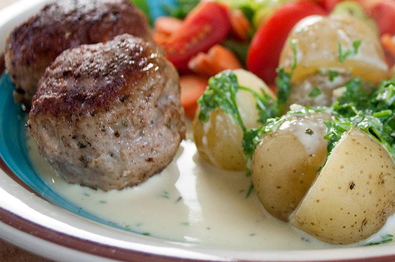 ostesauce-frikadeller-salat_41