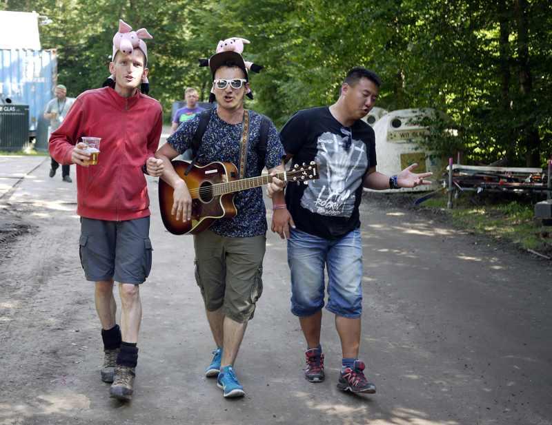 Backstage, hvor vi møde 3 glade og syngende gutter. - Tak til Rasmus Holmgård for lån af billede