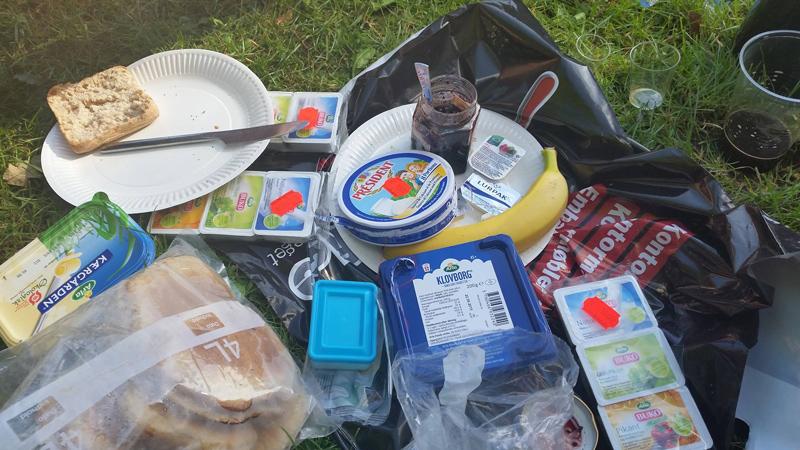 Jo jo, der var sandelig alt på morgenbordet i lejren.