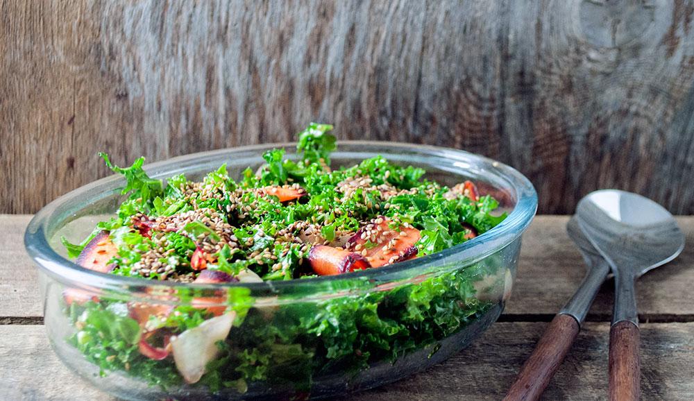 gronkaal-gulerodder-sesam-salat-21