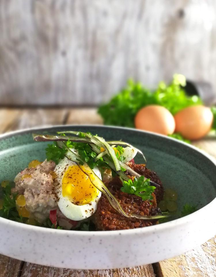 Tunsalat med smørristet rugbrød