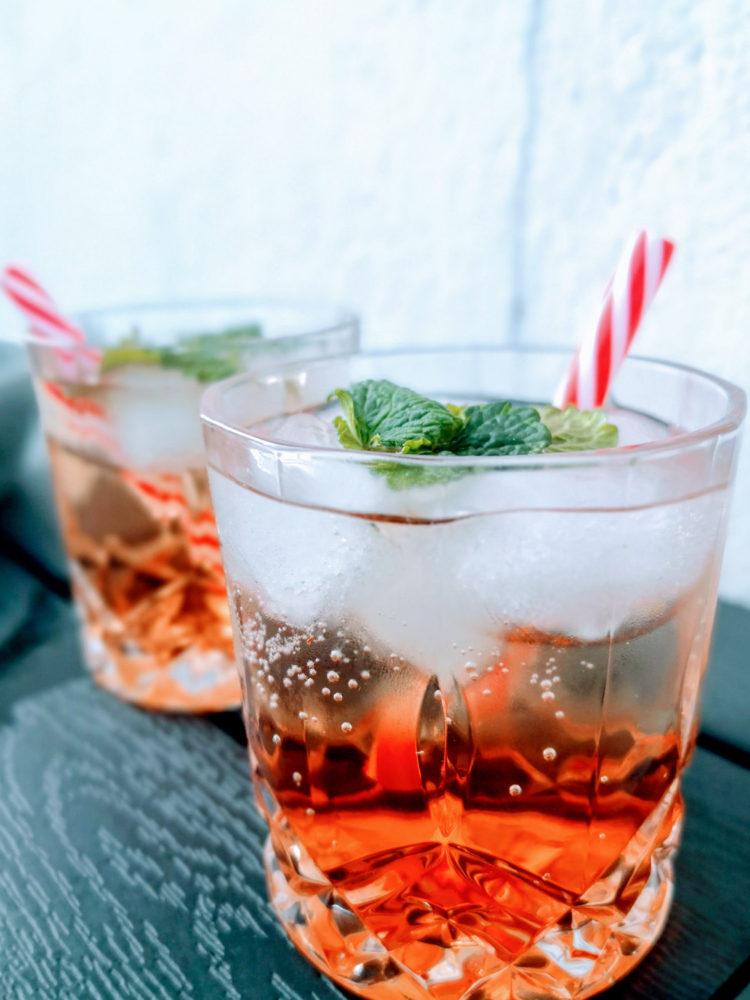 Sommerdrink med Fersken, Gin og Bobler