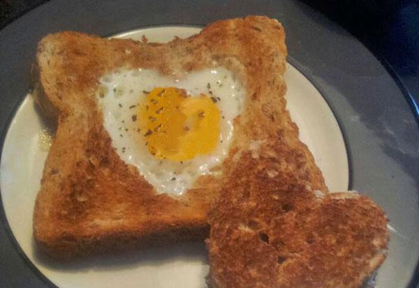 Toast med æg