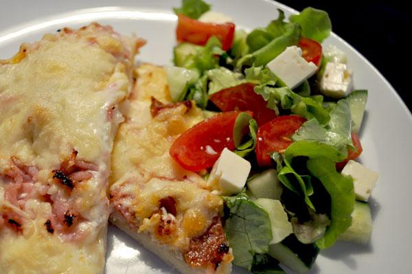 Tarte Flambée med skinke og ost