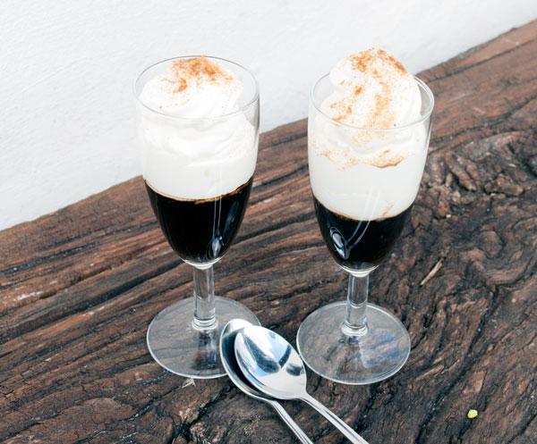 Geleret kaffe med blød creme