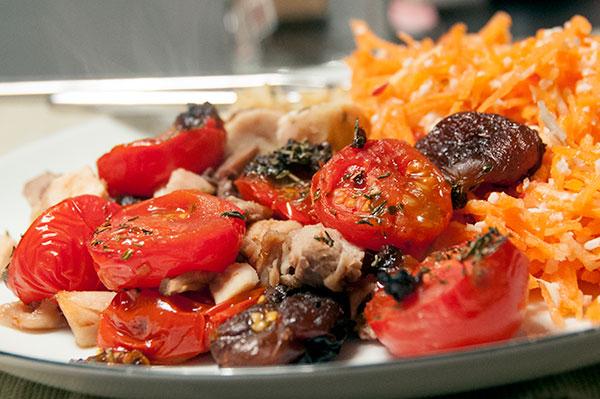kylling-bagte-tomater-gulerodssalat