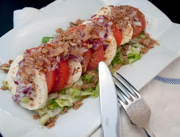 mozarella-tomat-knaekbrod-salat
